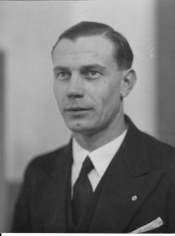 (h22) Uno Hellgren (1905-1960) - h22pix250